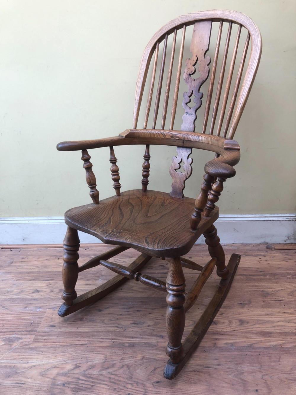 c19th broad arm windsor rocking chair